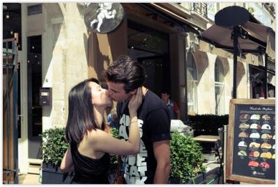 4345192441 ce8ce570da o Gadis Cantik dengan Misi Mencium 100 Lelaki Asing di Paris