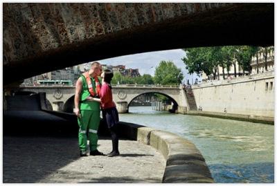4345192445 c27ccbae07 o Gadis Cantik dengan Misi Mencium 100 Lelaki Asing di Paris