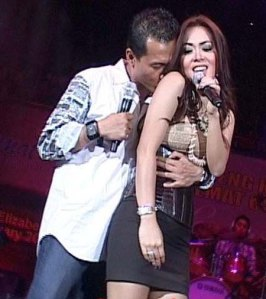 http://absoluterevo.files.wordpress.com/2011/06/foto-mesraanang-dan-syahrini.jpg?w=266