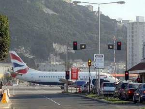 http://absoluterevo.files.wordpress.com/2011/06/gibraltar-airport-runway-09.jpg?w=300