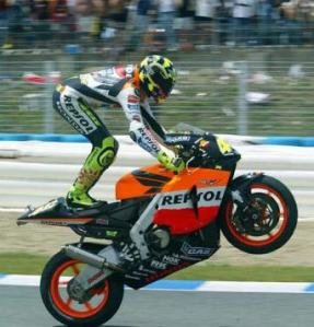http://absoluterevo.files.wordpress.com/2011/07/valentino_rossi_honda.jpg?w=287