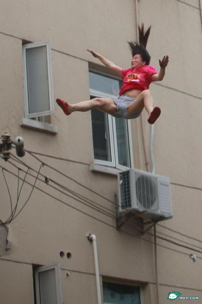 Видеть самоубийство близкого человека как прыгает с балкона 9этажа заданный автором полосовой лучший ответ это сон о самоубийстве предвещает, что над вами нависла беда.