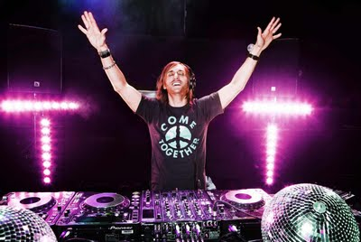 http://absoluterevo.files.wordpress.com/2011/11/david-guetta-live-small_99743.jpg?w=400&h=267