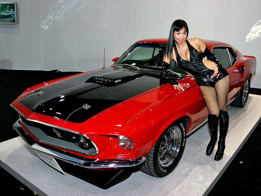 Muscle Cars Hot Girls