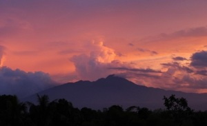 http://absoluterevo.files.wordpress.com/2012/05/gunung-salak.jpg?w=300