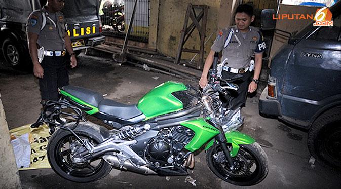 cb3fc-motor-uje-130426b.jpg